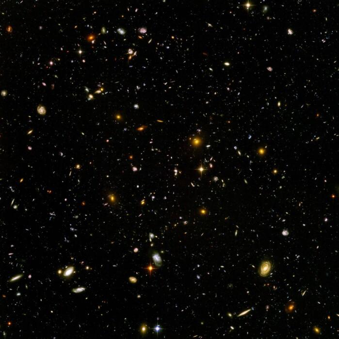Hubble Ultra Deep Field er det dypeste bildet av universet i synlig lys. Det inneholder 10 000 galakser, de fjerneste er over 13 milliarder år gamle.