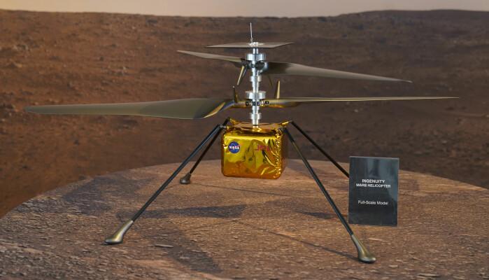 En modell i full skala viser hvordan det lille Ingenuity-helikopteret ser ut. Et første forsøk på å fly det på Mars skal gjøres 8. april.