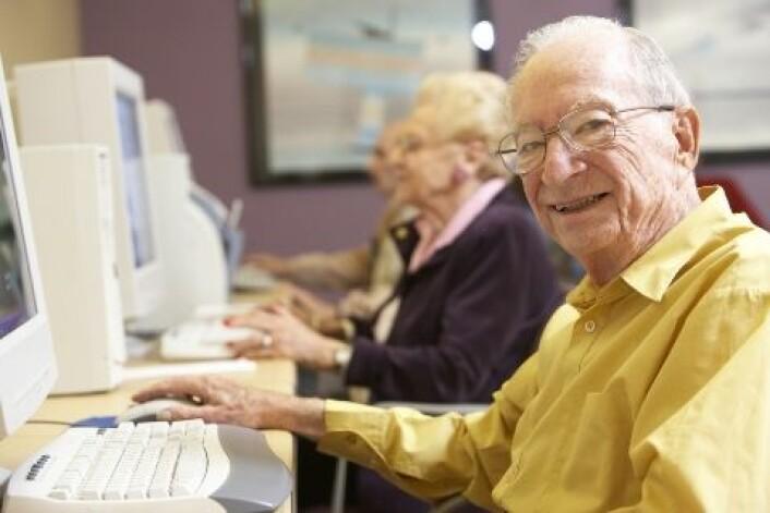 Eldre er med og tester ut brukervennligheten til ulike innloggingsmetoder. (Foto: Shutterstock)