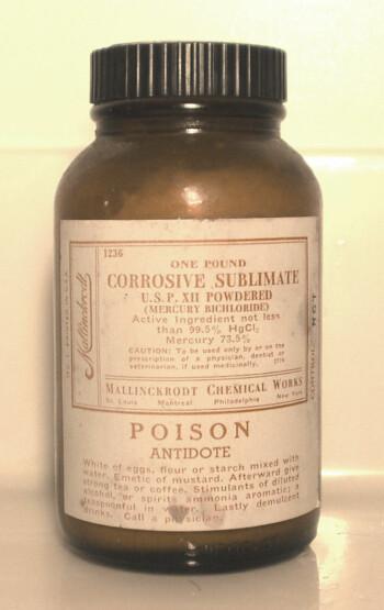 Kvikksølvklorid er et svært giftig stoff som tidligere ble brukt til å behandle syfilis.