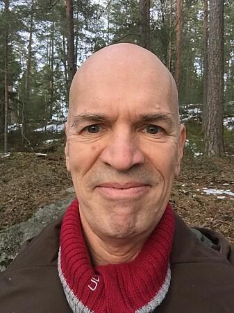 Jogeir N. Stokland i skogen.