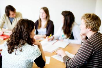 Lærebøkene i historieundervisningen skal ikke bare formidle et innhold, men lære elevene å tenke kritisk. (Foto: iStockphoto)