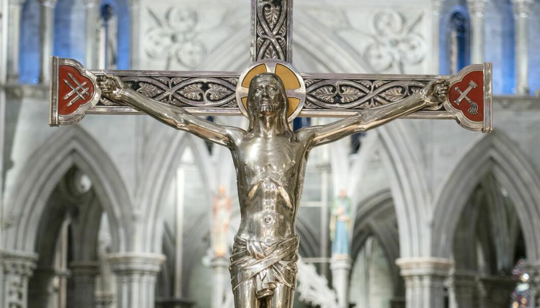 Jesus på korset er det aller viktigste symbolet for mange kristne, og påsken er den helligste høytiden. Men markeringen ble nok tatt mer alvorlig for hundre år siden. Dette bildet er fra Nidarosdomen.