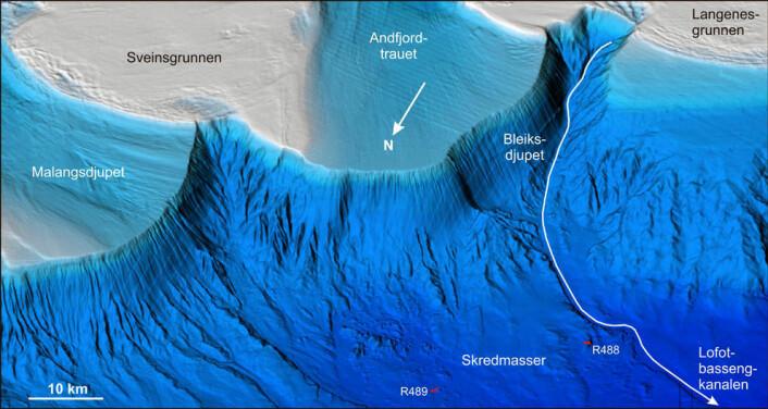 3D-figur av kontinentalskråninga og kontinentalsokkelen utanfor Troms-Vesterålen, sett inn mot land frå nordvest mot søraust. R488 og R489 viser videostasjonane på 2000-2200 meters djup der grottene, bakteriemattene og karbonatskorpene vart funne. (Foto: (Illustrasjon: NGU/Mareano))