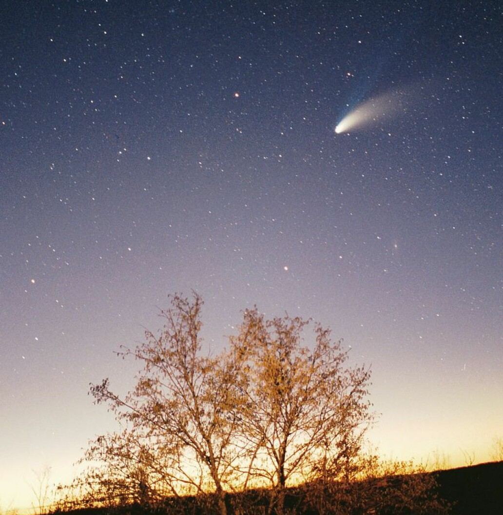 Comet Hale-Bopp seen from Earth in 1997. It was very visible for a while