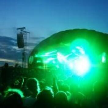 Ifølge Paul Jensen har aldri Roskilde-festivalen opplevd akutte hørselsskader. Her spiller Kesi på den nye Apollo-scenen. (Foto: Jeppe Wojcik)