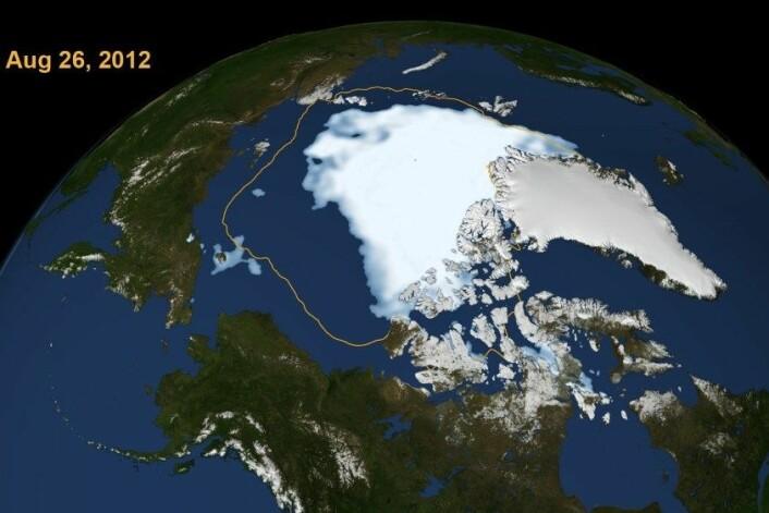 Illustrasjonen viser den rekordlåge havisutbreiinga i Arktis 26. august 2012 samanlikna med gjennomsnittleg sommarutbreiing dei siste 30 åra (gul linje). (Foto: Scientific Visualization Studio, NASA Goddard Space Flight Center)