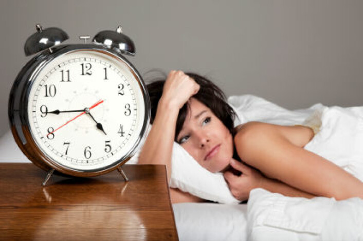 """""""En stor norsk studie viser tydelig at kvinner sover dårligere enn menn, men forfatteren minner om at søvnløshet ofte kan behandles uten medisiner. (Illustrasjonsfoto: iStockphoto)"""""""