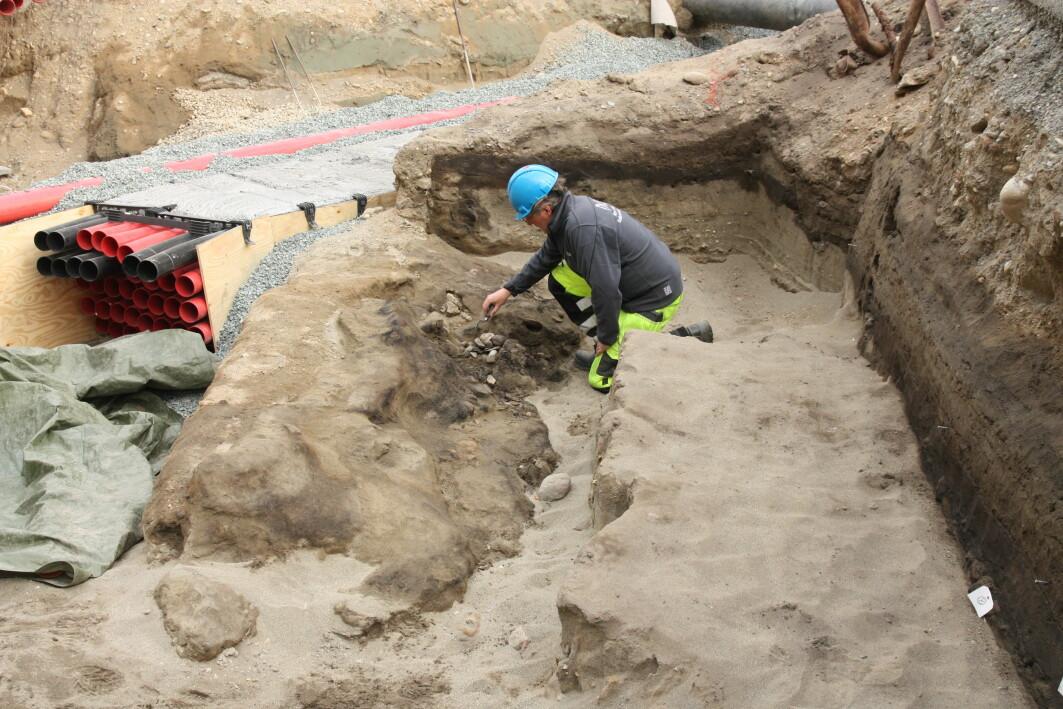 På Nidarneset har det vært mennesker i minst 2500 år. Her en stor leirforet grop fra romertid under utgraving ved Prinsenkrysset.