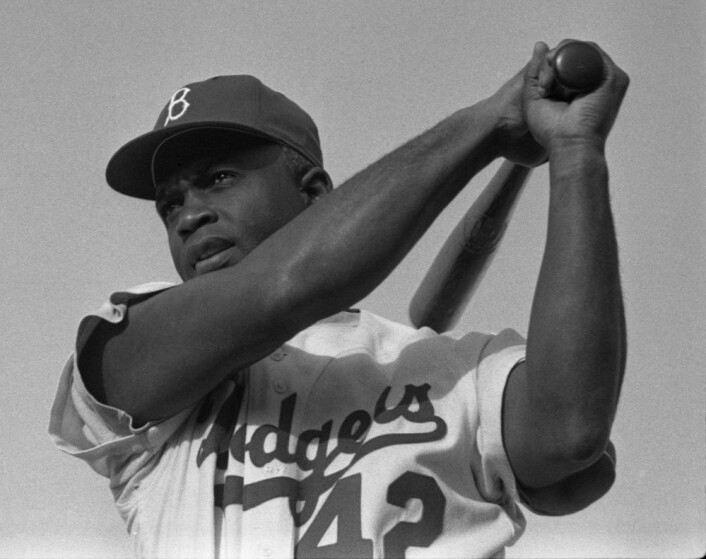 Jackie Robinson i Dodgers-uniform, 1954. (Foto: Look/US. Library of Congress, Wikimedia Commons)