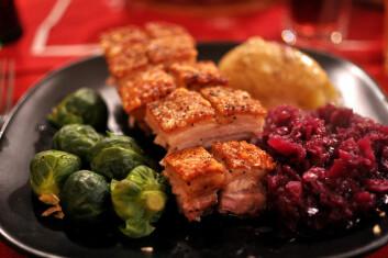 Kanskje ikke det aller sunneste du kan spise, men rødkålen og rosenkålen på denne tallerkenen hever måltidet betraktelig. Drikk rødvin i tillegg for ekstra gevinst. (Foto: AnneCN/Flickr Creative Commons)