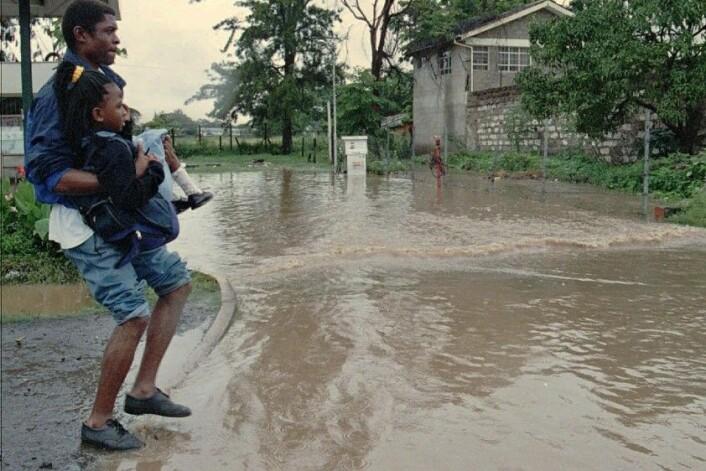 En El Niño-relatert storm i januar 1998 gjorde hundrevis av mennesker i Nairobi, Kenya husløse. (Foto: Sayyid Azim, AP)