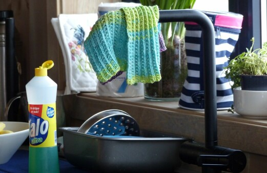 How pathogens spread in the kitchen