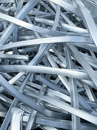 Aluminiumlegeringene kan se helt ensartet ut. Men små utfellinger gjør metallet sterkere.