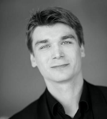 Igor Eliseev er utdannet i St. Petersburg og ble ansatt som solo bass i Stavanger Symfoniorkester i 2007. Kontrabassisten har vunnet priser i flere internasjonale konkurranser.