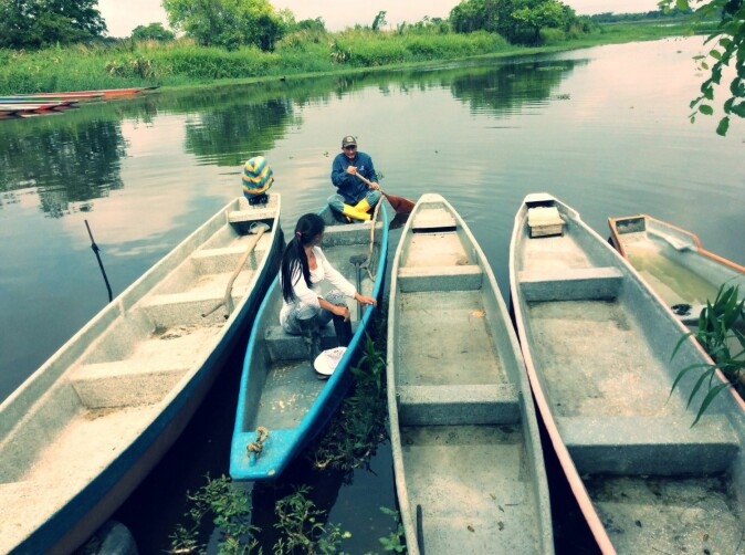 Fishing and oil extraction: The people of the swamp combine traditional crafts with new pursuits.