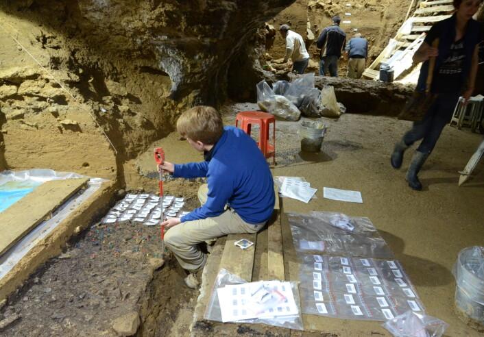 Presise utgravninger i Bacho Kiro-hulen.