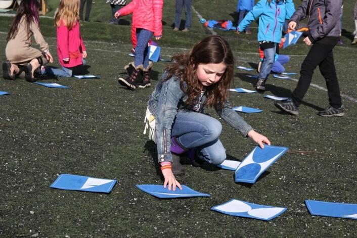 Elevane ved Trudvang skule i Sogndal har vore med på forskingsforsøk tidlegare. Tredjeklassing Siri Munthe Olsen er nå med på å teste ut om dagleg fysisk aktivitet gjer elevane smartare. (Foto: Katrine Sele, HiSF)