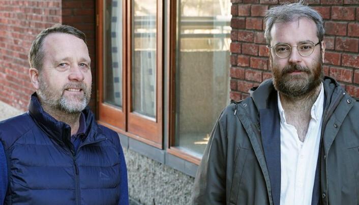 Professor Vegar Olsen og stipendiat Henrik Galligani Ræder snakker om Nasjonale prøver i podcasten Læring.