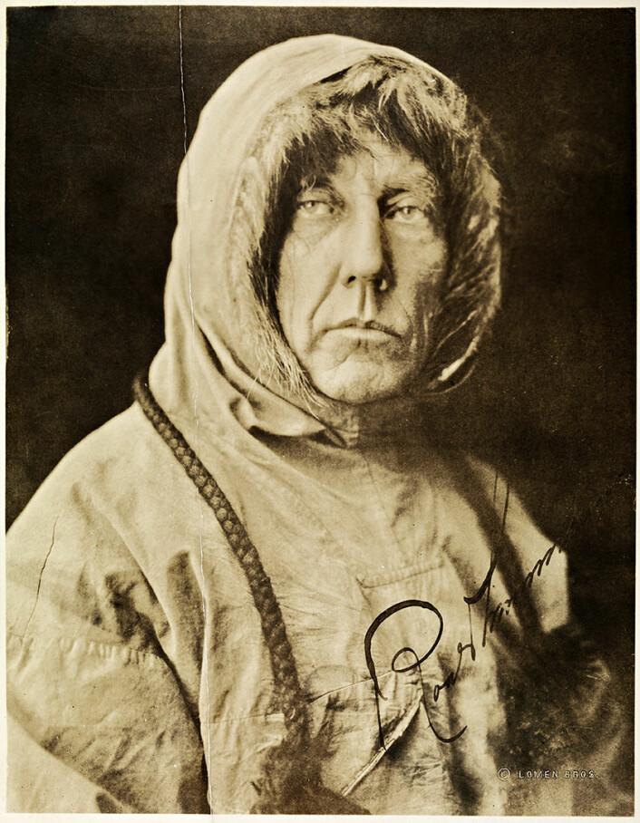 Ønsker du å oppnå mytisk status som nasjonalhelt, bør du time bragdene dine med store ideologiske omveltninger og nasjonal oppbygging. Roald Amundsen gjorde alt rett da han nådde sydpolen seks år etter at Norge løsrev seg fra Sverige. (Foto: Lomen Bros / eier: Nasjonalbiblioteket, bldsa_SURA0055)