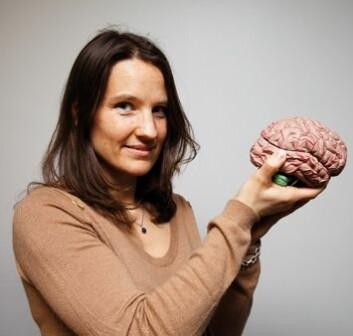 Astrid Bjørnebekk har funnet en tydelig sammenheng mellom strukturen i hjernen og de to elementene i nevrotisisme: angst og sårbarhet for stress. (Foto: Yngve Vogt)