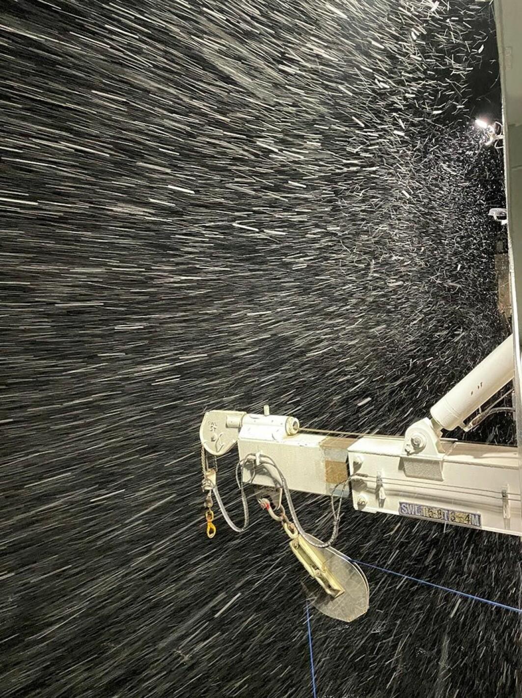 Utstyr testes i snøstorm i ytre del av Sognefjorden.