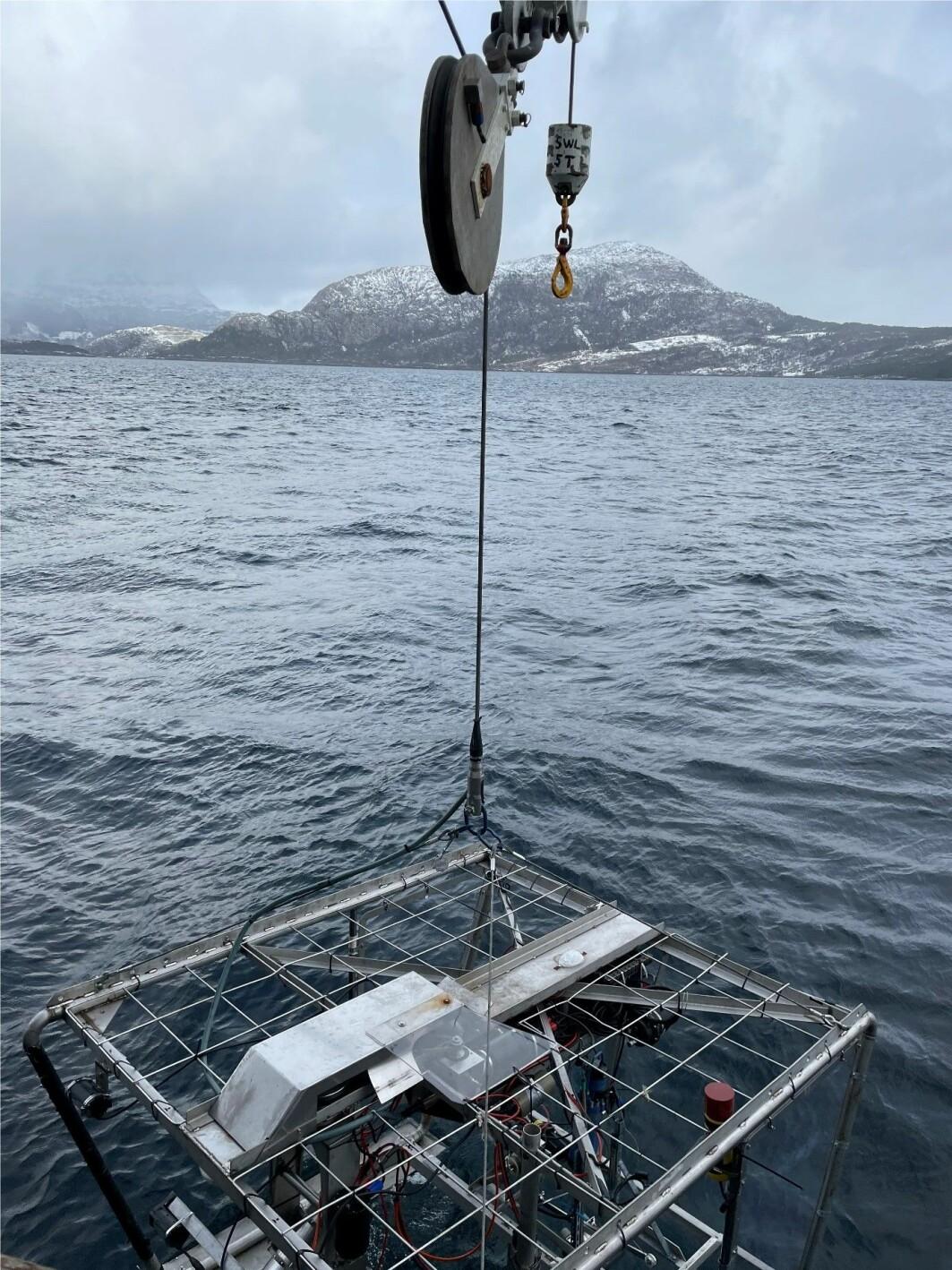 Videoriggen testes i Sognefjorden.