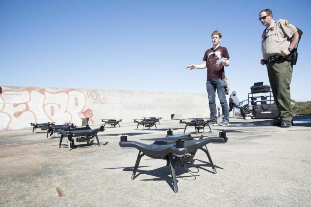 Andreas Engebråten har jobbet mye for å få dronene til å samhandle. Det er der den store utfordringen ligger.