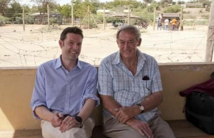 Peter C. Kjærgaard (til venstre) arbeider med et stort internasjonalt prosjekt med forskere fra Cambridge University, Harvard University, Turkana Basin Institute i Kenya samt Aarhus universitet. Prosjektet skal bringe sammen biologiske og kulturelle data for å svare på det helt store spørsmålet: Hva gjør mennesker til mennesker? På bildet ser vi til høyre Richard Leakey, som også er en del av prosjektarbeidet. Leakey er en del av den legendariske Leakey-familien av paleontologer som har vært med på å forme forståelsen vår av menneskets opprinnelse. (Foto: Peter C. Kjærgaard)