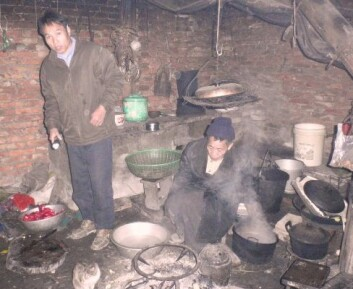 Kvinner er mer utsatt enn menn for innendørs forurensning og helseskader i Kina, men forskjellen er mindre enn i mange andre utviklingsland. (Foto: Guizhou Institute of Environmental Science and Designing)