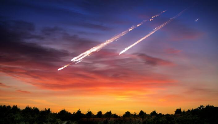 Antagelig faller om lag 20 meteoritter ned på norsk jord i løpet av ett år, sa meteorittforsker Rune Selbekk i 2014.
