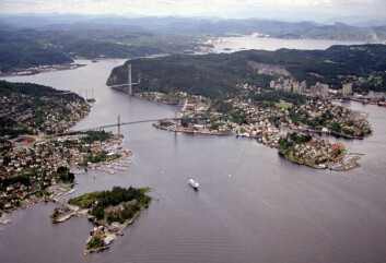 Miljøtiltak i form av tynntildekking av sjøbunn vurderes nå for Grenlandsfjordene. (Foto: Klif)