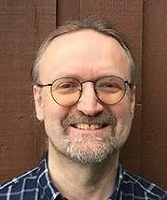 – Eg såg at CI-teknologien ikkje kan gjengje stemte konsonantar heilt korrekt, seier Arne Kirkhorn Rødvik.