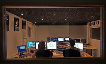 """""""Vanning, næringstilgang, lys og temperatur i minidrivhusene vil styres fra kontrollrommet hos Plantebiosenteret ved NTNU. (Foto: Plantebiosenteret/Bjørn Pedersen)"""""""