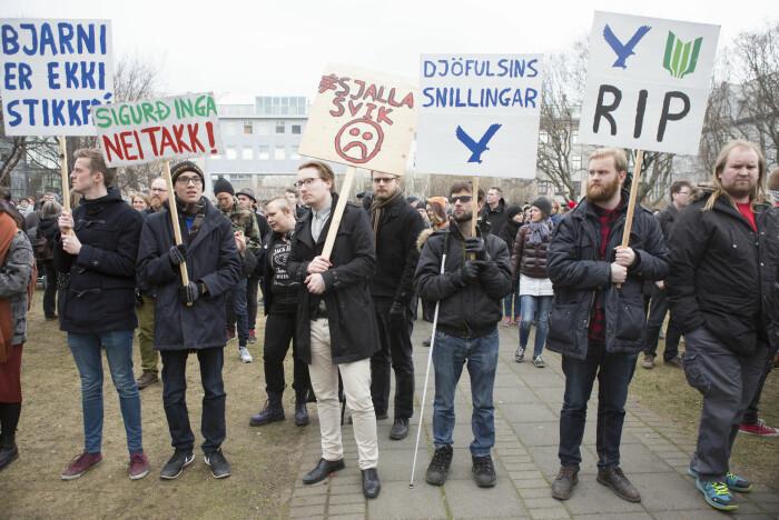 I 2016 avslørte Panamapapirene at Islands statsminister Sigmundur David Gunnlaugsson og hans familie hadde penger i skatteparadiser. Da avsløringen ble kjent demonstrerte tusenvis av islendinger utenfor Alltinget i Reykjavik.