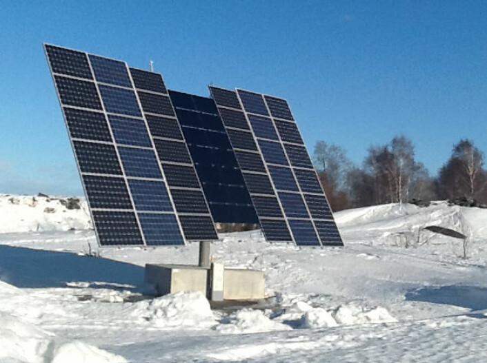 Solcelleparken i Piteå ligger i ett av de mest solrike områdene i Sverige, langs Bottniska viken. Anlegge driftes av PiteEnergi, i samarbeid med det nordnorske forskningsinstituttet NORUT. Resultatene viser at anlegget kan konkurrere med tilsvarende anlegg i Tyskland, der det satses stort på solenergi. (Foto: PiteEnergi)