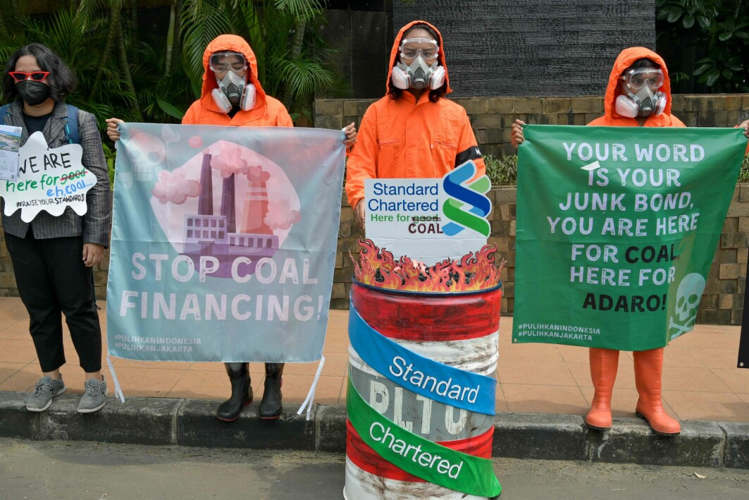 «STOP COAL»: «Stop building power-plants» is one of four key recommendations Research Professor Indra Øverland offers after studying countries in Southeast Asia and climate change. The image shows protesters against funding such power-plants in Jakarta.