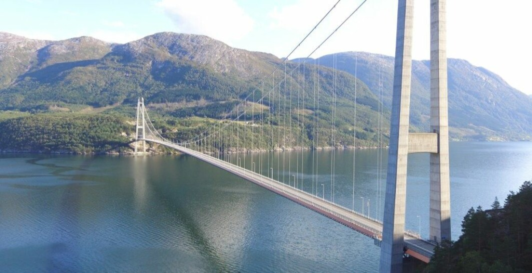 Tor Martin Lystad has performed full-scale wind measurement tests on the Hardanger Bridge for his research work.