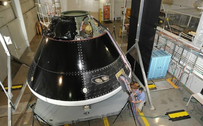 En test-versjon av Orion-romfartøyet som brukes til utvikling. Denne sitter på raketten som løfter astronautene ut i rommet.