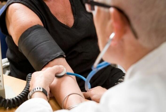 For noen pasienter med høyt blodtrykk virker ikke dagens medisiner. Derfor håpet mange at et enkelt kirurgisk inngrep skulle gi god virkning. (Foto: Colourbox)