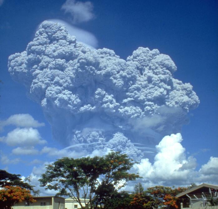 Vulkanen Pinatubo på Filippinene blåste store mengder partikler og gasser ut i atmosfæren da den brøt ut i 1991.