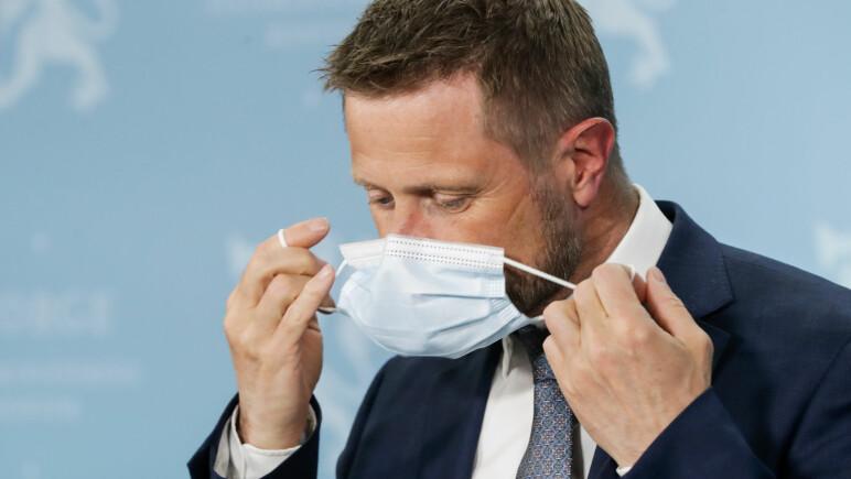 Forskere med ny teori: Derfor kan du få mildere covid-19 om du smittes når du har på munnbind