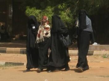 Sudanesiske kvinner i niqab. (Foto: Liv Tønnessen)