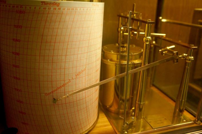 Barograf som tegnet ned på en papirstrimmel hvordan lufttrykket varierte med tiden. (Foto: Arnfinn Christensen)