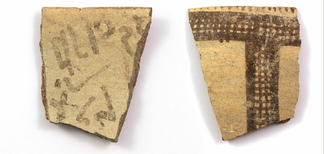 Potteskår med eksempler fra et tidlig alfabet.