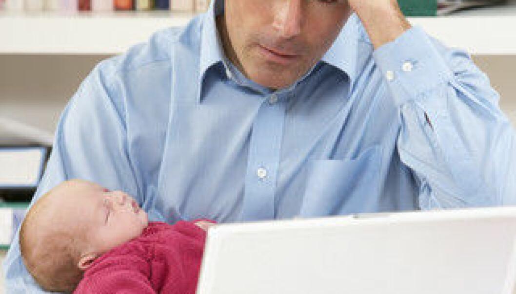 Fedre som tar ut deltidspermisjon føler at de verken gjør en god jobb på borte- eller hjemmebane. (Illustrasjonsfoto: www.colourbox.no)