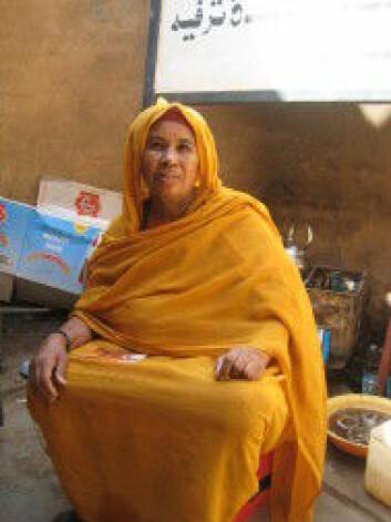 Sudanesisk kvinne i den tradisjonelle drakten toob. (Foto: Liv Tønnessen)
