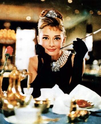 Filmstjerner som Audrey Hepburn var forbilder, og gjorde at røying ble oppfattet som elegant og bra. (Foto: Cinematekene/Filmweb)