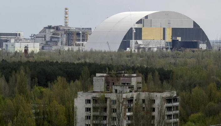 Dette bildet av Tsjernobyl er fra 2016, og viser den store beskyttelseskuppelen som er bygget over reaktoren hvor ulykken skjedde. Den står nå ferdig