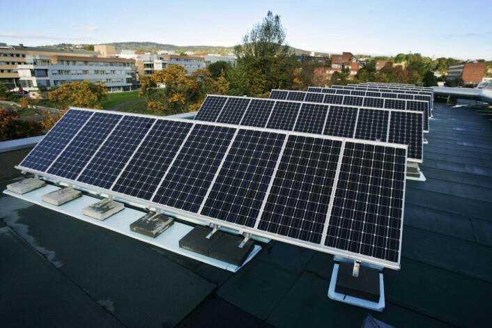 Norsk Solkraft AS er et eksempel på et teknologiselskap i Norge. På bildet er deres solkraftverk på taket av Forskningsparken i Oslo. (Foto: Erlend Aas/Scanpix)